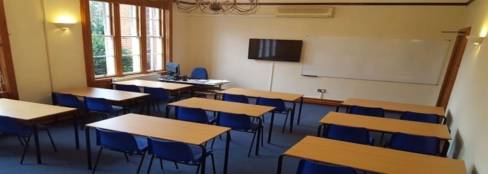 classe-melchior-college-cambridge-880x495